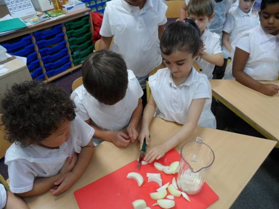 Y1B/S making French Onion soup for French day October 2013-12-10